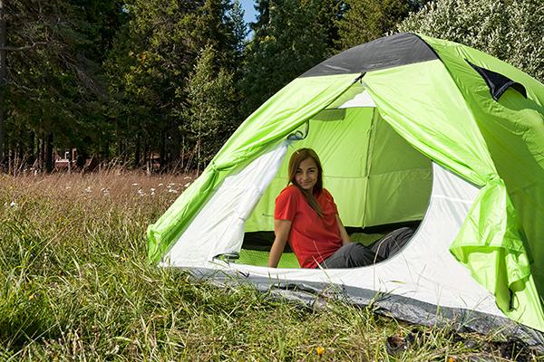 фото девушек в палатке