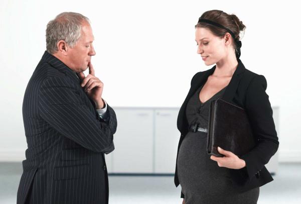 Когда нужно сообщать о беременности на работе
