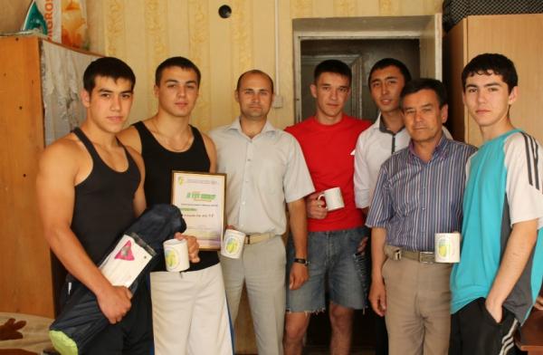 studenti-v-obshezhitii-razvlekayutsya